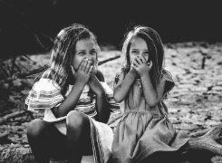 女子は友達と自己分析すると効果的!就活必勝法「他己分析」とは