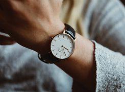 腕時計つけた?実は就活女子の必須アイテム腕時計の正しい3つの選び方